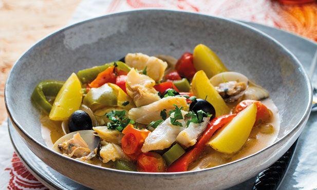 Uma refeição muito prática de preparar, com sabores tipicamente portugueses. Não poderiam faltar as azeitonas e os pimentos neste bacalhau à Mediterrânica.
