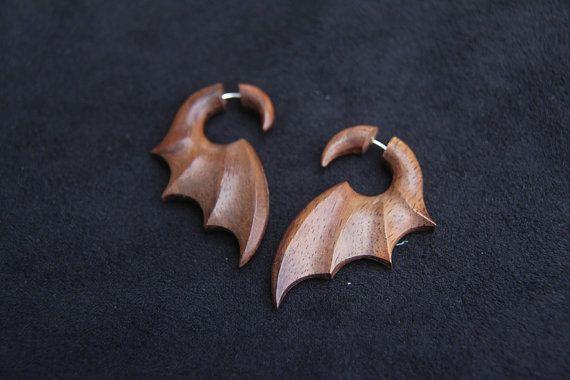 Gefälschte Gauge Ohrringe Fledermaus Flügel Holz Ohrringe