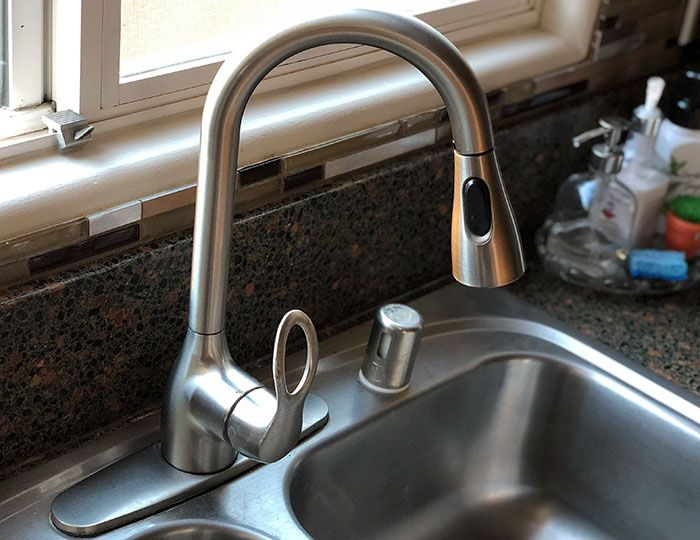 How To Replace A Kitchen Faucet For Newbies Kitchen Faucet Faucets Diy Stainless Steel Kitchen Faucet