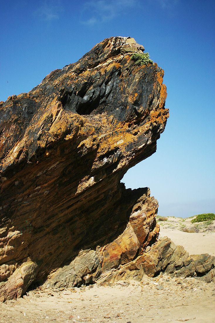 Roca natural en las dunas de Los Molles, Chile, South America.