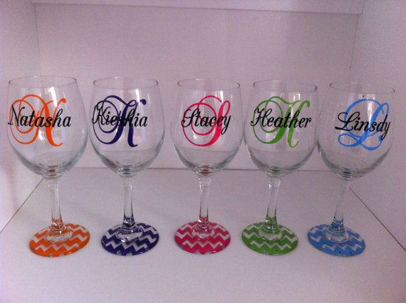 Personalized Set of 5 wine glasses with CHEVRON base