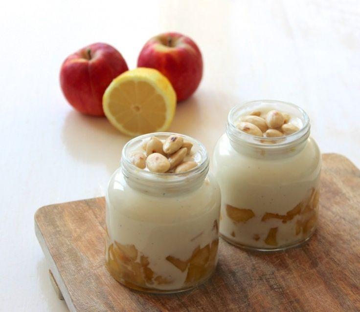 Sinner Sunday: Zijn ze niet schattig deze potjes met vanille-yoghurt en zoete appeltjes? Een heerlijk toetje dat ook nog eens makkelijk te maken is! #sinnersunday #toetje #recept #zoet