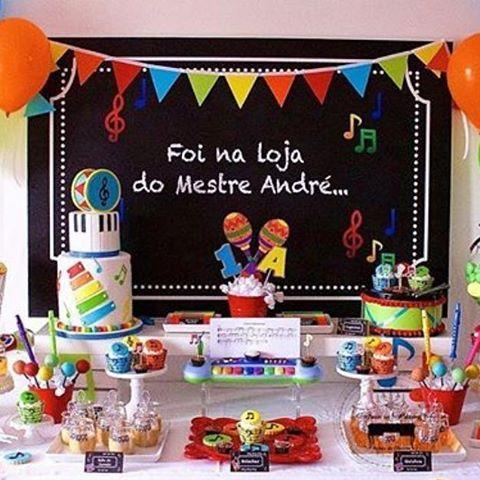 """Festa linda com tema super criativo """"Instrumentos musicais"""" Por :: @feteaporterfestasdecharme #FestaCriativa #FestaInfantil #KidsParty #PartyDecor #DecoraçãoDeFestasInfantis #CamillaFalcãoFestas"""