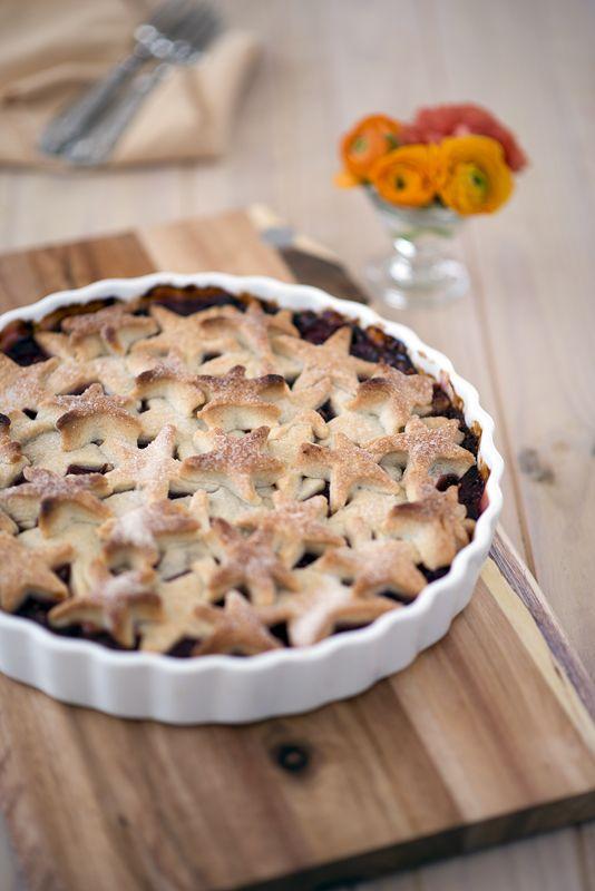 Тарт с яблоками, ревенем и малиной