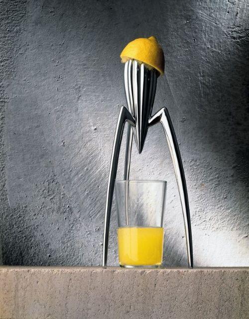 Mi exprimidor no está hecho para exprimir limones sino psra empezar conversaciones. Philippe Starck