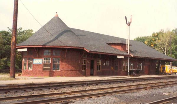 Former CPR station in Parry Sound, now the Station Gallery. When I was a kid this station looked nothing like this, one of our fav. places to hang out in. TNA