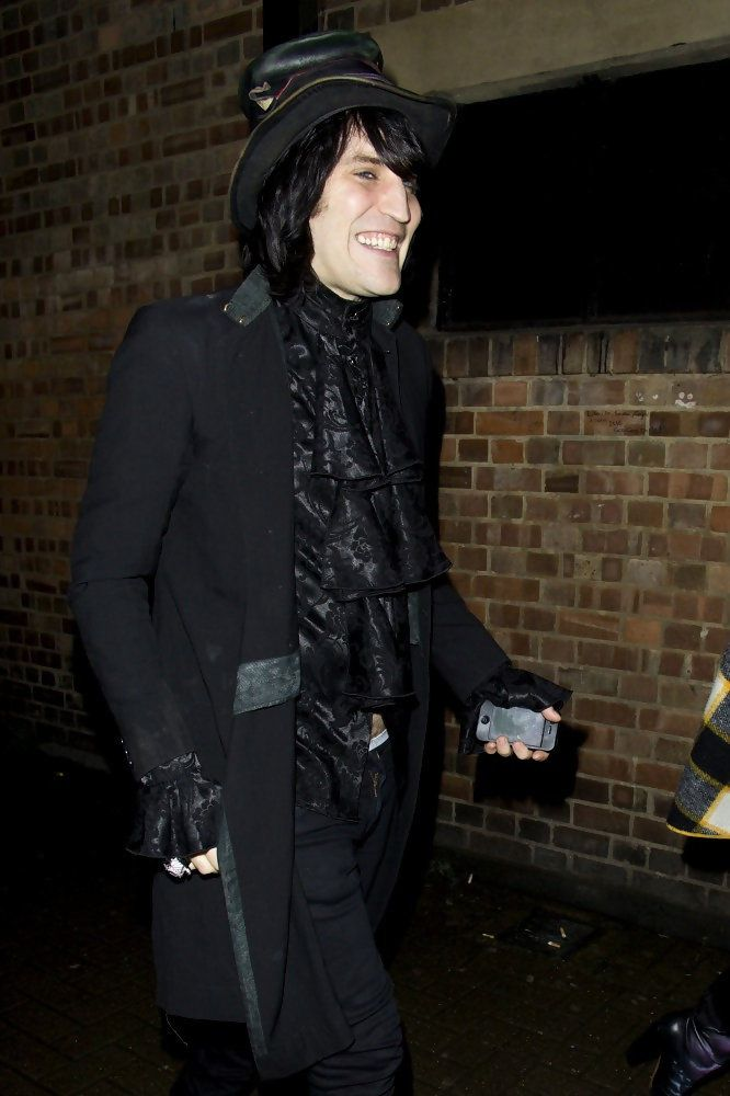 Noel Fielding - Celebrities at NME awards. Ye gods I adore his sense of style.