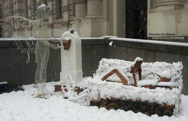 """Nuova opera di Rudy """"giardiniere poeta"""" in Piazza Carlo Alberto, sotto la neve (16/03/16) Foto di Maurizio De Stefani - TORINO DA SCOPRIRE (Facebook)"""