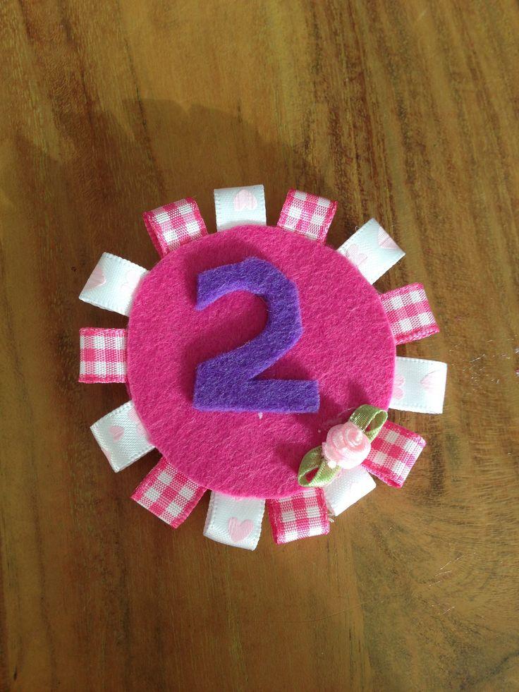 Verjaardagsbroche   Gemaakt voor Jade die 13 september 2 wordt Idee opgedaan via welke.nl