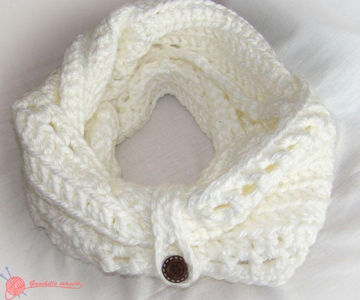 Cuello Infinito blanco, realizado totalmente en ganchillo en punto canalé de color blanco, con el patrón y explicación del punto