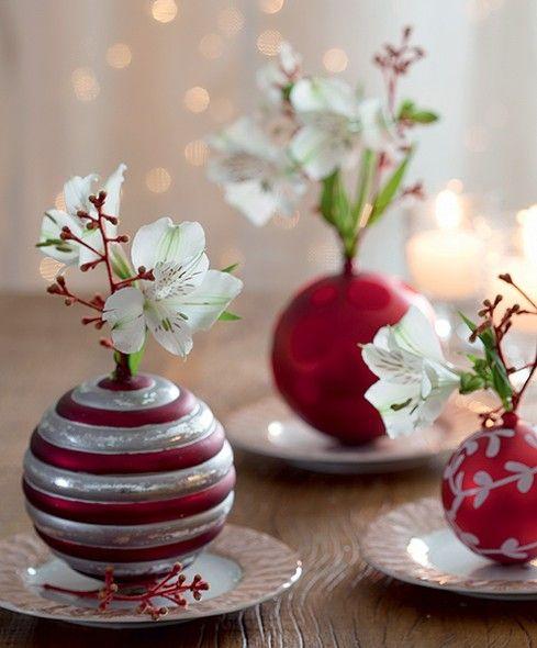 Bolas de Natal viram delicados vasinhos em miniatura