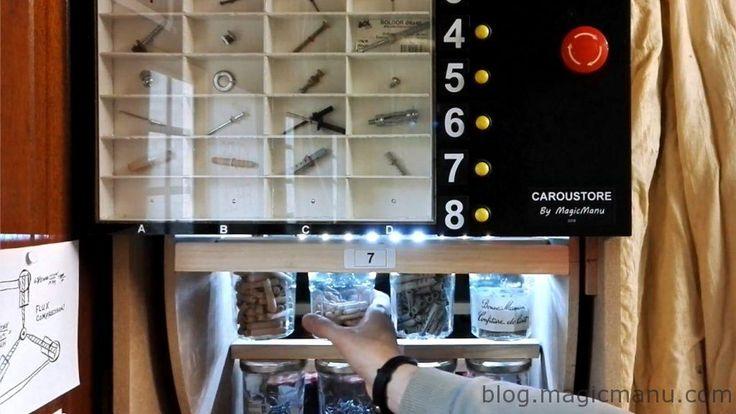 Voici un moyen pratique et original de retrouver votre quincaillerie (vis, clous, boulons…) : un carrousel de 32 pots de confiture, motorisé grâce à un moteur d'essuie-glace. Trouver une pièce devient rapide car un échantillon de chaque pièce est visible dans un casier numéroté. Fonctionnement : on repère la pièce souhaitée sur le présentoir, on … … Lire la suite →