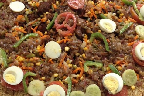 Un grand classique de la cuisine sénégalaise. Le ceebu yapp (riz à la viande), est moins savoureux que le ceebu jen, mais il faut néanmoins y goûter. Il est composé de viande de bœuf cuit avec le riz (...)