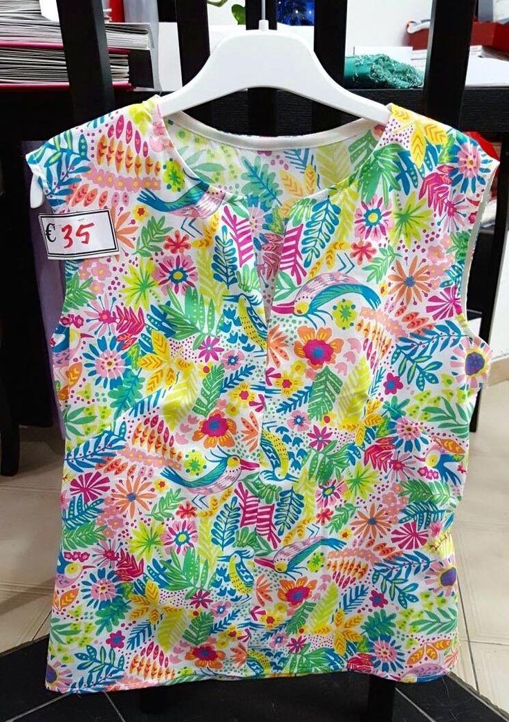 Fresca, colorata estiva la maglietta smanicata Lady R. Prenotala qui e indossa presso Atelier sartoria alta moda Lady R a Napoli o spedizioni