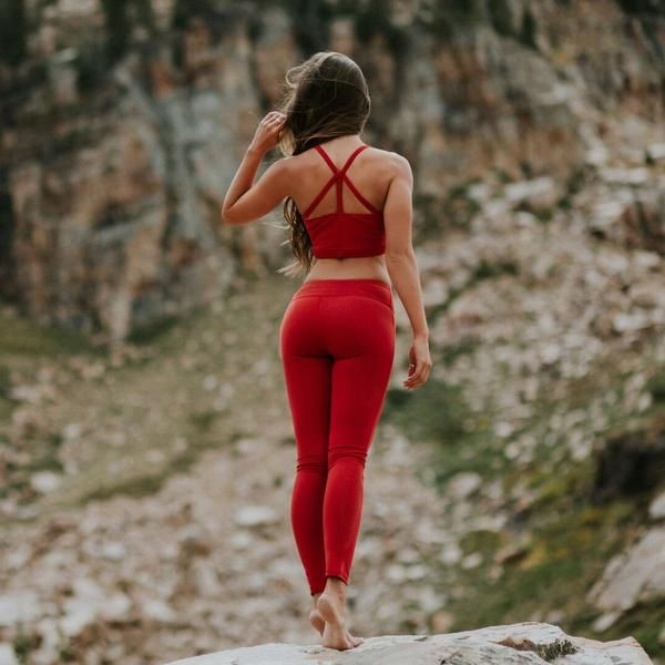 Long, lean, and luxuriously smooth, these premium compression pants stand up to any workout and take you all over town in style. The wide waistband provides a c