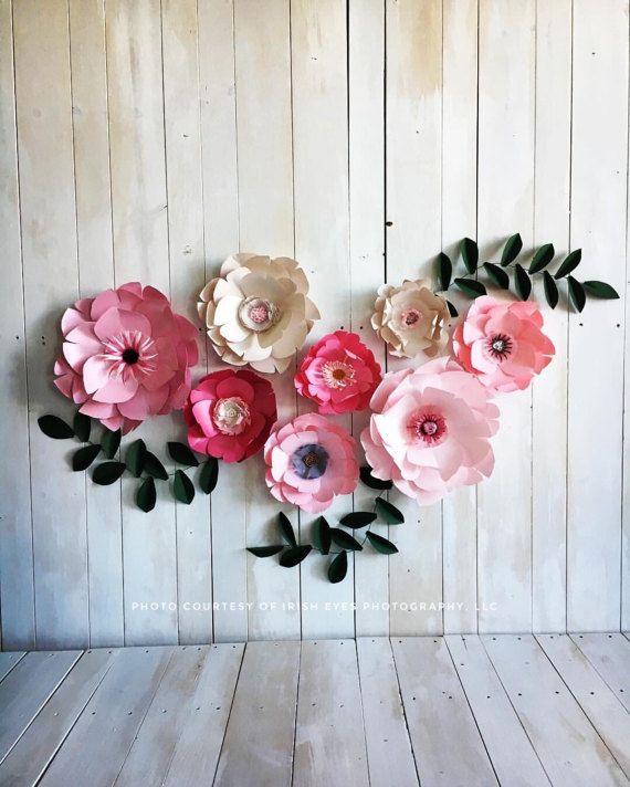 Fiore di carta in diverse tonalità di rosa. Piccola ragazza camera muro fiore decor, compleanno partito o foto stand puntelli, fondali di matrimonio/evento.