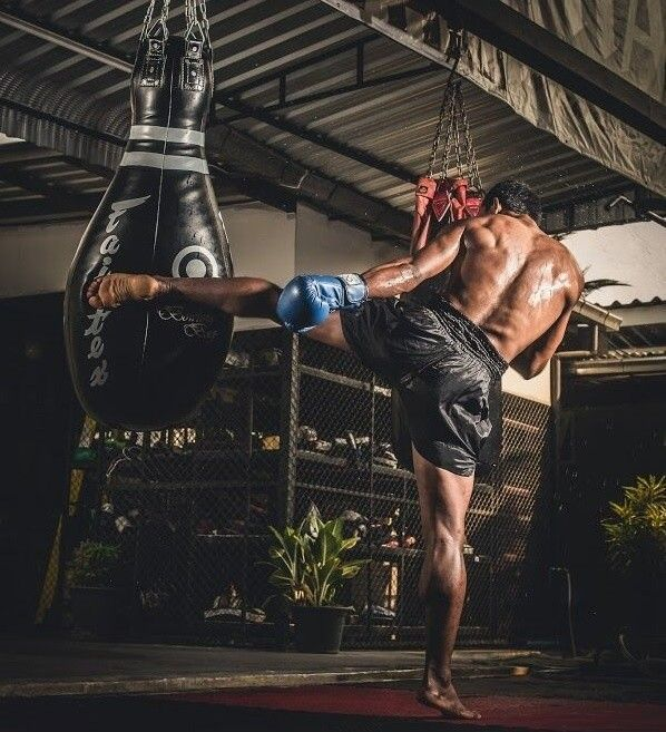 Buying Muay Thai Bag How To Pick The Best Punch Bag For Training For Your Boxing Muay Thai Or Mma E Muay Thai Martial Arts Muay Thai Training Muay Thai Bag