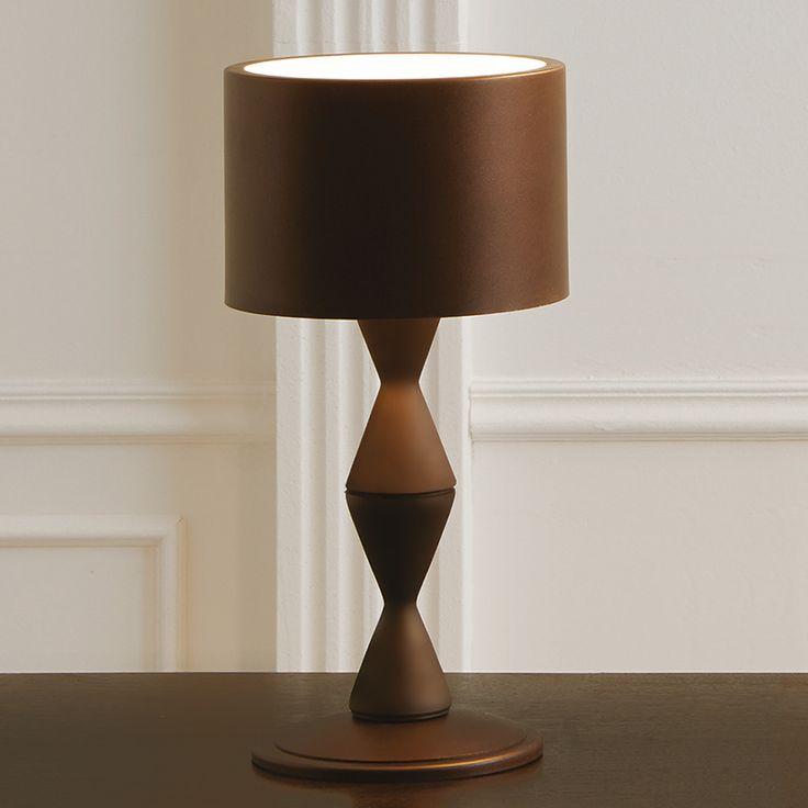 Kaffeebraune Designer-Tischleuchte Sara Jetzt bestellen unter: https://moebel.ladendirekt.de/lampen/tischleuchten/beistelltischlampen/?uid=ede9beee-d08f-5afc-b1bf-00bea98def28&utm_source=pinterest&utm_medium=pin&utm_campaign=boards #lampen #tischleuchten #beistelltischlampen Bild Quelle: www.lampenwelt.de