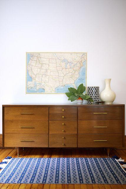 Midcentury modern dresser. 1950s vintage.  #design // #interior // #interiordesign