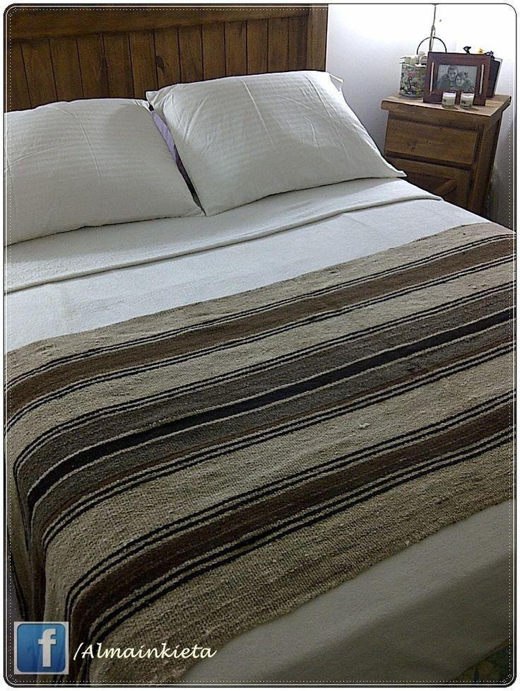 VENDIDO  art 019-Aguayo antiguo o Puyo 2.30 x 0.80cm aprox . Pie de cama , cubre sillon, o pasillero,le podes dar el uso que gustes  $499.-