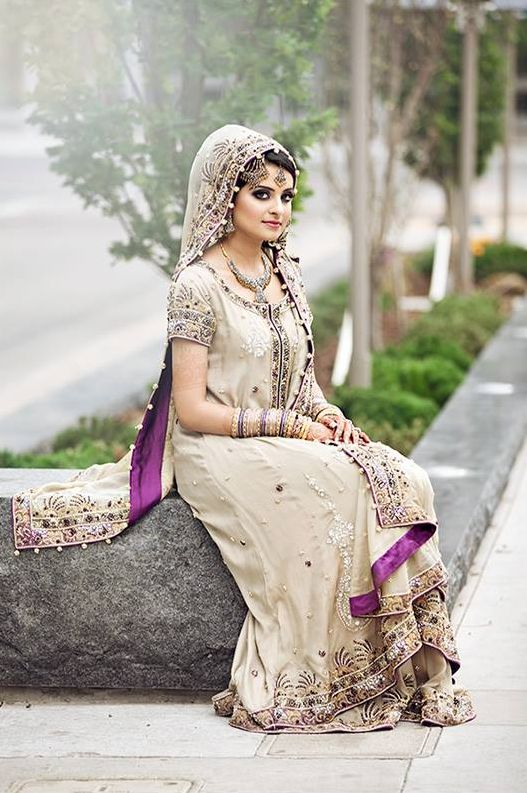 Photo by Vidhi Thakur | Gorgeous Pakistani Bride! Love the hidden purple accents in her dress!