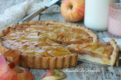 Torta di mele alla francese. Deliziosa torta dalla base friabile farcita con mele e confettura di albicocche. Semplice da preparare e buonissima.