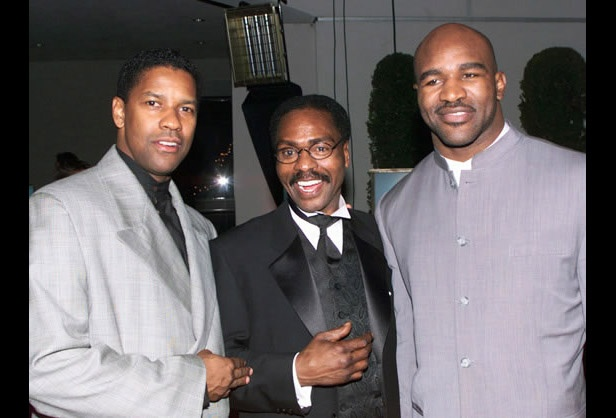 p class=aboutThisPhotoActor Denzel Washington (L), star of the film The Hurricane, based on the true story of Rubin Hurricane Carter (C), an innocent man who fought for 20 years for justice, poses at the films premiere party December 14 in Los Angeles with boxing champion Evander Holyfield. Washington portrays Carter in the film./p p1999/p