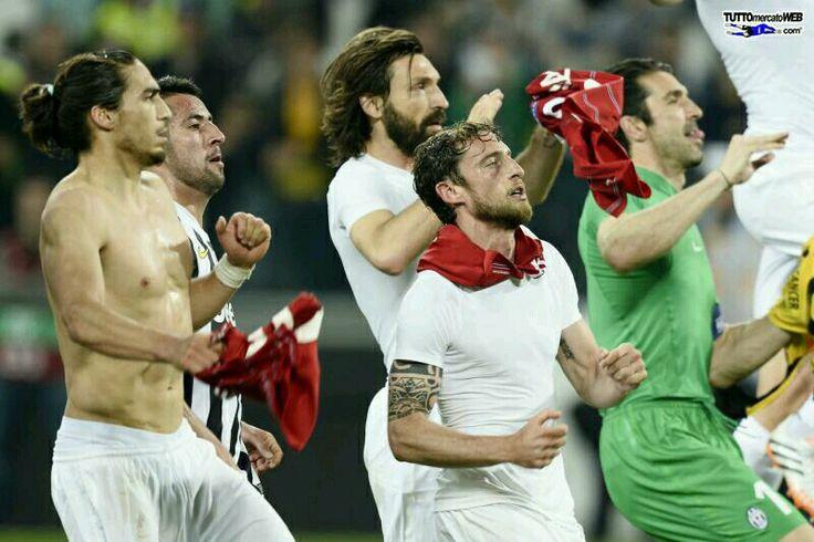 Esultanza fine gara Leg 2 quarter final UEL  Juventus 2-1 lyon