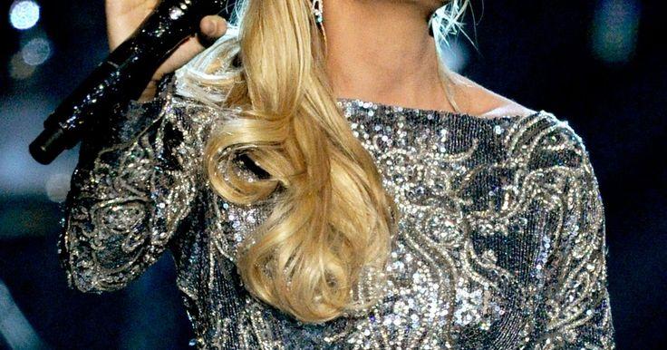 Cómo aclarar un cabello oscuro a rubio mantequilla. Si tu cabello es naturalmente oscuro o tienes un poco de ayuda de algún color para tener tu cabello de esa manera, puedes estar lista para un cambio. Las mujeres a menudo desean cambiar su color de pelo para conseguir un nuevo aspecto, y si es un tono rubio mantequilla lo que te interesa, eso no es un problema. Puedes elegir cualquier color de ...