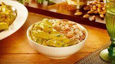 Tiras de frango com curry e arroz com amêndoas e cebolas caramelizadas - HOJE…