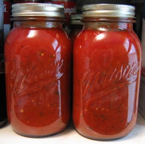Homemade Spaghetti Sauce (This was good. Straight forward spaghetti sauce. I sauteed the garlic with the onions. Then added 4 oz. chopped mushrooms. Then everything else. I used a 28 oz can of crushed tomatoes and a 14.5 oz can of diced tomatoes.)