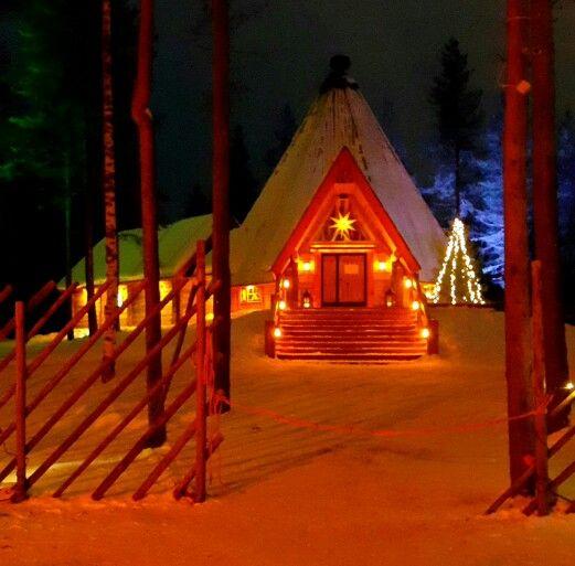 Santa Claus Village bildiğiniz masal diyarı.... Noel babayı görmek için uzunca bir sırada bekliyorsunuz , sevdiklerinizle birer kart gönderelim,  atmosfere biraz kaptırdıp fotoğraf çekelim  .... tabii bir de arctic circle /kuzey kutup dairesinde de ziplayalim dediniz mi 2/2,5 saat geciveriyor.