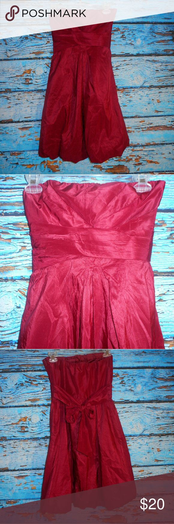 Donna Ricco New York Dark Red Dress Size 4 This beautiful dress was only worn a couple of times and is in very good condition. It measures approximately 28.5 inches down the back of the dress. Pit to pit it measures approximately 13 inches. Donna Ricco Dresses