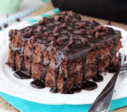 Απλά υπέροχο... σοκολατένιο γλύκισμα με στρώσεις μπισκότων, μους και γκανάς σοκολάτας, περιχυμένο με σιρόπι και σταγόνες σοκολάτας. Μια συνταγή (από εδώ) γ
