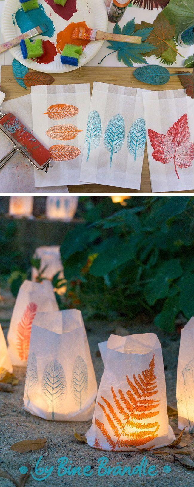 Windlichter selber basteln aus Papiertüten und gesammelten Blätter mit schöne...