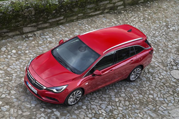 The new Astra Sports Tourer impresses with its athletic appearance. Just like its five-door sibling, it takes Opel's design philosophy 'Sculptural Artistry meets German Precision' to the next level: efficient, light and dynamic.