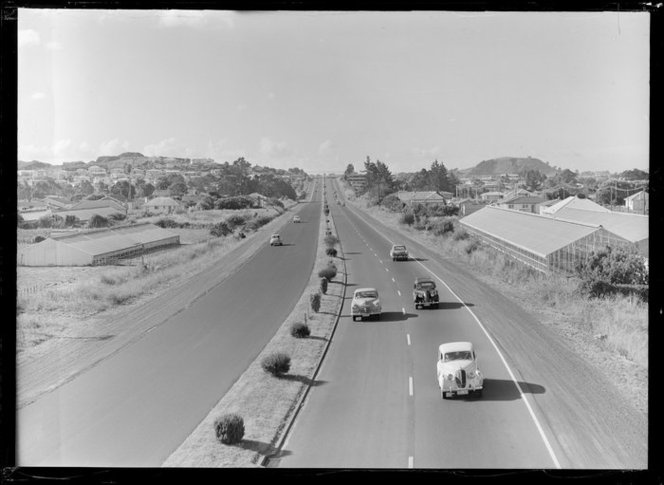 Road traffic, Southern Motorway, Penrose, Auckland. Feb 1963. Whites Aviation Ltd :Photographs. Ref: WA-59291-G. Alexander Turnbull Library, Wellington, New Zealand. http://beta.natlib.govt.nz/records/23038409