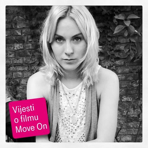 Najnovije vijesti direktno sa snimanja filma Move On donosi izvjestiteljica Kitty de la Beche. Redovito će  izvještavati o snimanju, donositi službene filmske vijesti, intervjue s filmskom ekipom i pobjednicima zadataka te  s Madsom Mikkelsenom i redateljem Asgerom Lethom osobno. Kitty će putovati Europom uz filmaše i zvijezde i pružati vam jedinstven uvid u stvaranje filma.