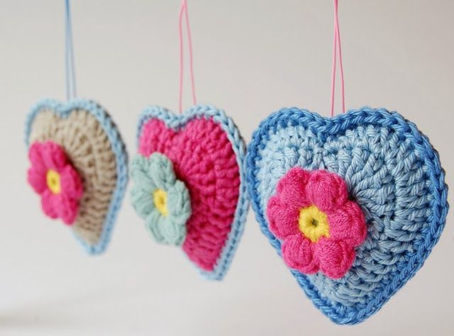 """Dragana from Dada's Placerecently shared this little crochet project – Crocheted Heart Ornaments! She used the free tutorial found hereto make them. She says that they are """"addictive"""" once you get started, so watch out! :-)"""