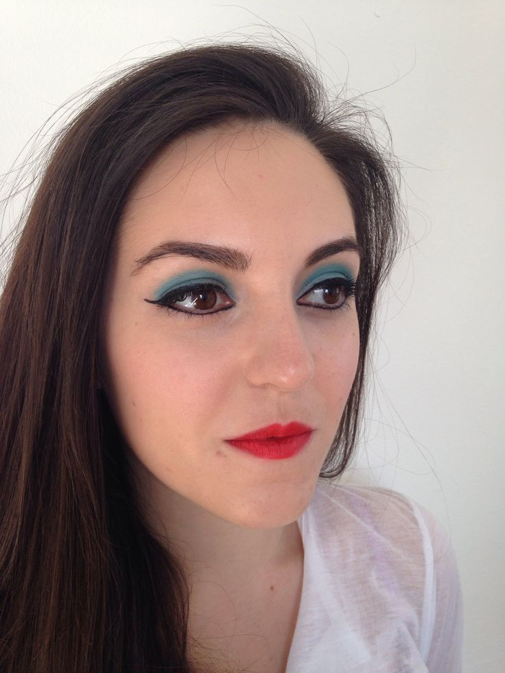 Bold blue 1950's makeup. Charlotte Savage MUA