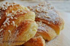 Ricetta dei croissant, ottimi per la colazione.