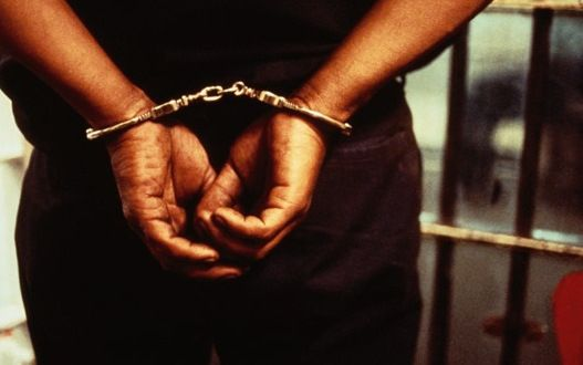 DNCD apresa hombre intentaba introducir siete libras de marihuana a la cárcel de la Victoria