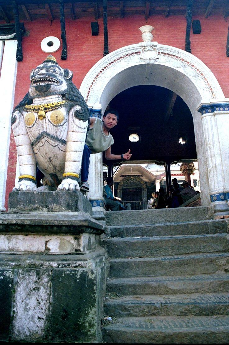 ingresso del tempio a bungamati