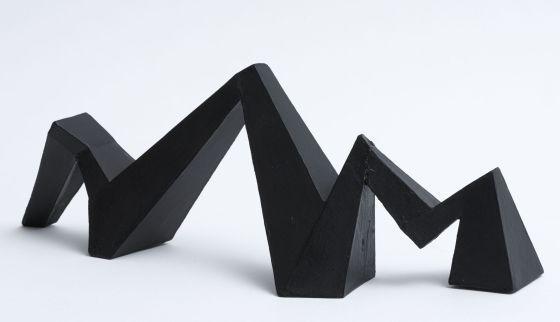 Mathias Goeritz, artista germano-mexicano, en una monumental exposición titulada 'El retorno de la Serpiente', con más de 200 obras. En la imagen 'La serpiente de El Eco, variante' (cartón ensamblado y policromado), de Goeritz.
