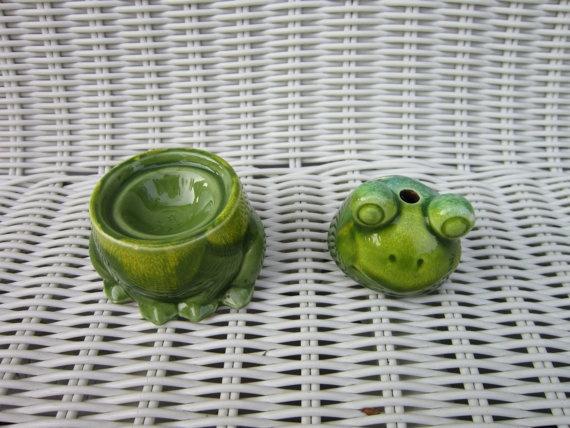 old vintage pottery incense frog