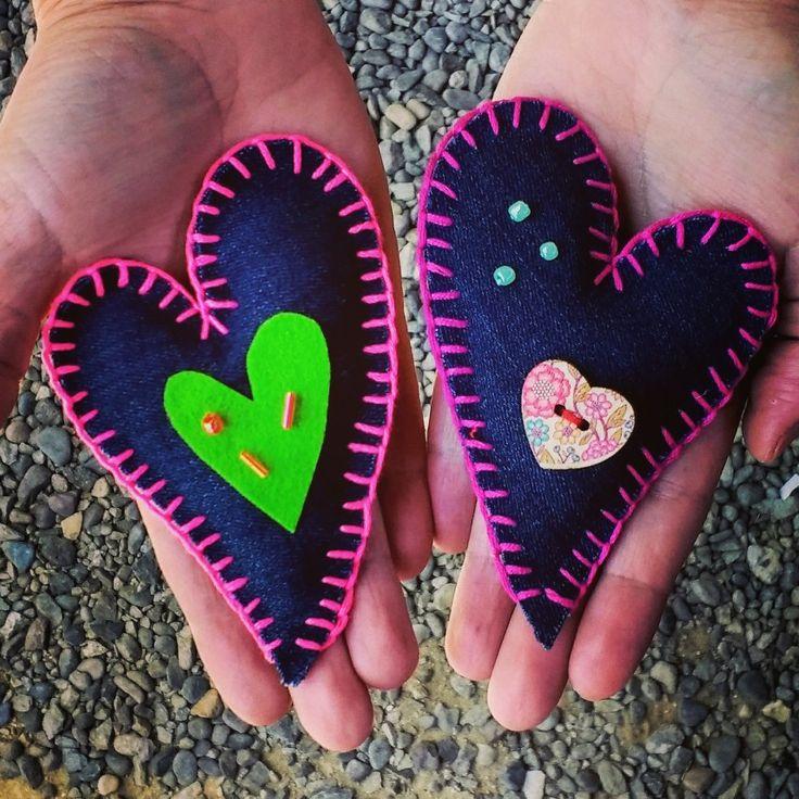 Corazones!!! Diseño Chicoca Deco #corazon #imanes #fieltro #bordado #colores