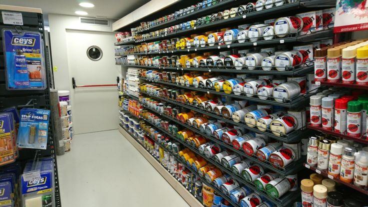 #Madrid #Cadena88 #FerreteríaLeonesa #shelves #THIN #thickness #visibility #Retail #display #iinteriordesign #shop