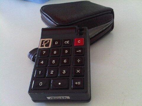 Una de mis joyas particulares: una calculadora 'Angula' de los años 70! y aún funcionando :-]
