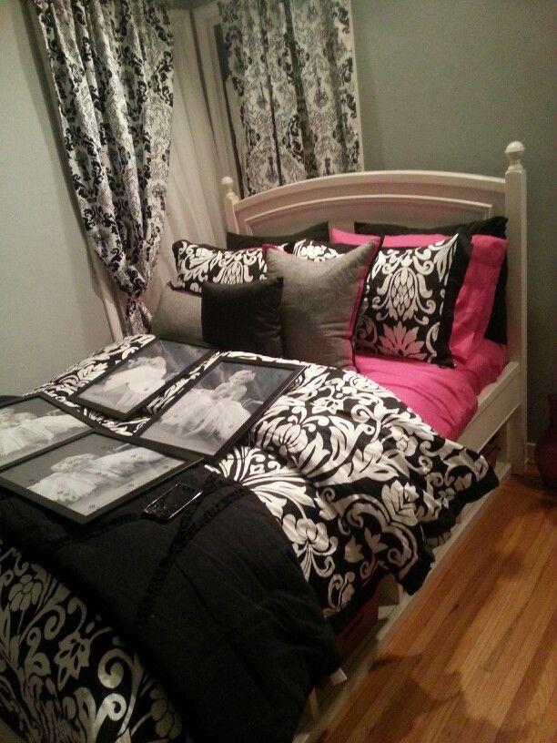 black and white room decor damask - Damask Bedroom Ideas