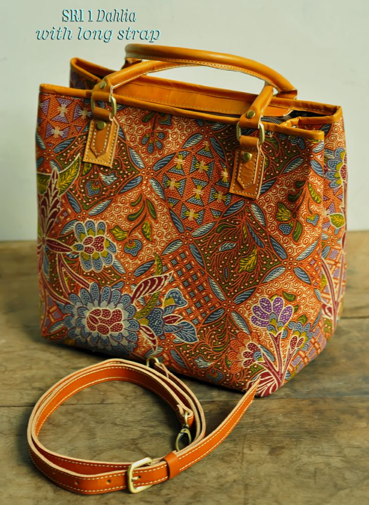Sri 1 Dahlia with Long Strap ( Tas Kulit Batik )..Karyatasku